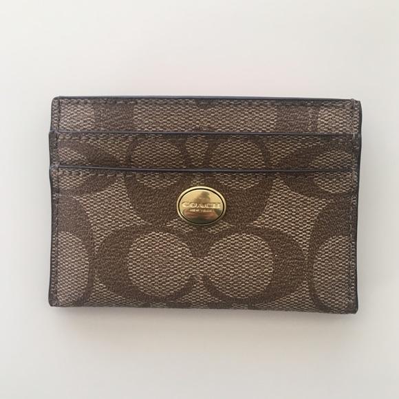 Coach Handbags - NWT Coach Peyton Signature Card Case